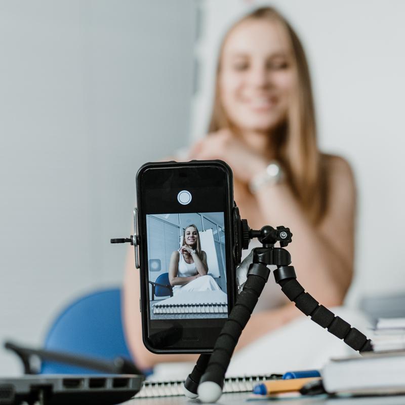 women filling a vlog on her camera for social media upload